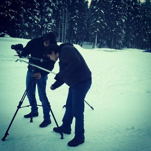 Denis in Dejan sta se pri -7 stopinjah Celzija naveličala snemati Focusa ST, tu že iščeta veverice.