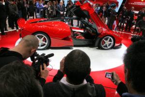 Na 83. Ženevskem avto salonu je bilo nedvomno med novinarskimi dnevi največ gneče ravno pri LaFerrariju.