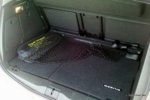 V prtljažniku sta ob doplačilu tudi podloga in električna vtičnica.