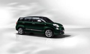 Fiat 500L Living ima pestro ponudbo barvnih kombinacij, novih rešitev in ekskluzivnih dodatkov. Na voljo je kar 6 notranjih oblazinjenj. K izredni svetlosti kabine lahko prispeva električno pomična steklena streha, ki je izredno velika, saj meri kar 1,5 kvadratnega metra.