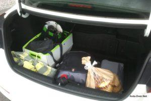 Prtljažnik pri hibridni Optimi je manjši za 124 litrov, a še vedno zadošča osnovnim potrebam.