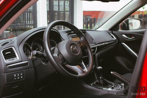 Mazda6 notranjost