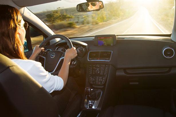 Opel Meriva notranjost armaturna med vožnjo 2014