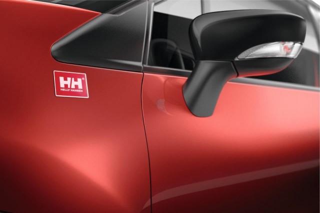 S posebno serijo Helly Hansen Renault za Captur prvič ponuja usnjene prevleke sedežev