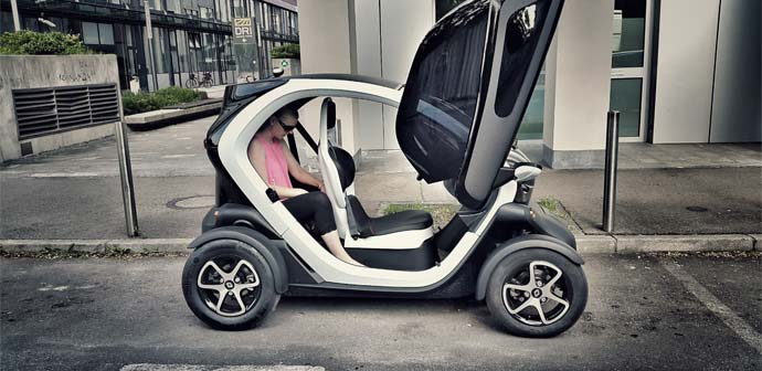 parkiranje-v-mestu-futuristicni-twizy