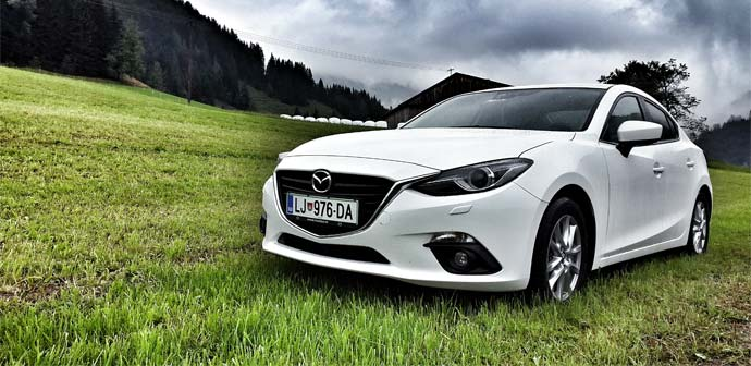 Test: Mazda 3 G120 Attraction (varna in kompaktna)