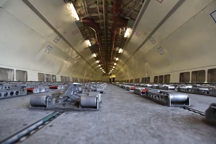 notranjost-dhl-tovornega-letala