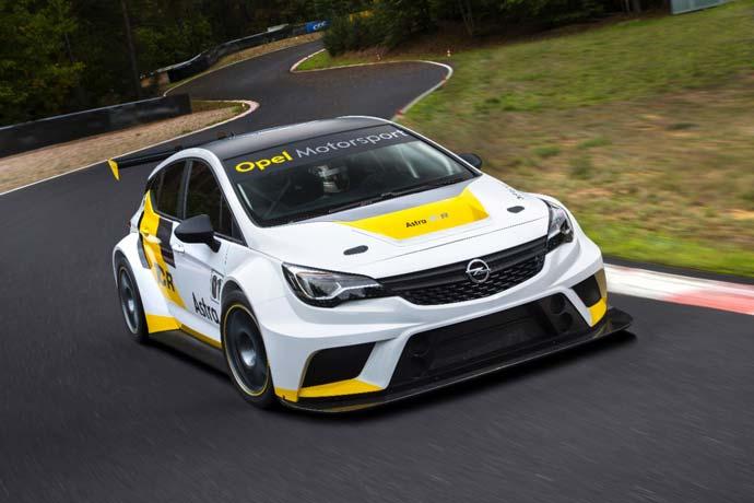 Opel-v-Zenevi-2016-AstraTCR