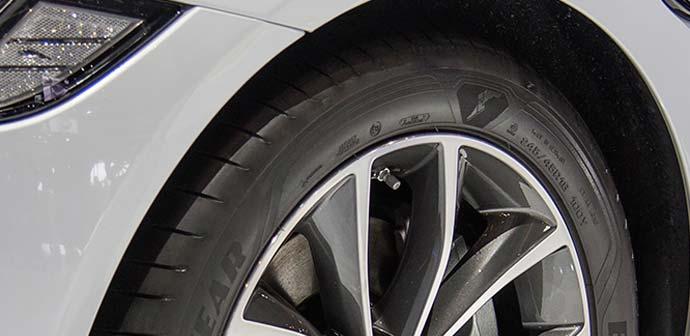 Jaguar XF prihaja s pnevmatikami Goodyear Eagle F1 Asymmetric 3