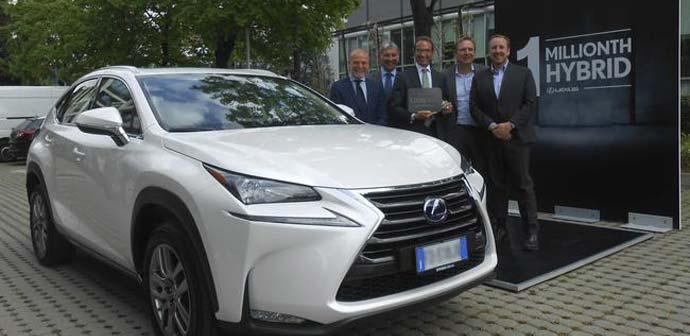 Na cesto zapeljal milijonti hibridni Lexus