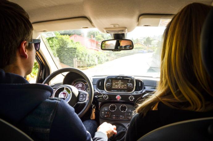 Družina 500 zna vozniku in potnikom pričarati nasmešek