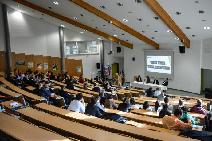 Konferenca o prometu v donavski regiji je potekala v Novem mestu - pomemben del je predstavljala prihodnost mobilnosti