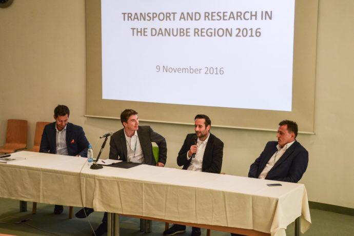 Govorci na temo prihodnosti mobilnosti, Mark Boris Adrijanič (Uber), Matej Grošelj (Avant2Go) in Dean Čebohin (Flixbus) so predstavili svoje poglede - vsi kot enega pomembnih elementov vidijo tudi avtonomno vožnjo