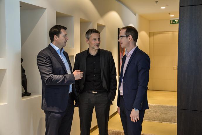 V pogovoru: Matej Čer iz Avantcara v sredini) s predstavnikoma BTC Julijem Božičem Miho Mermalom