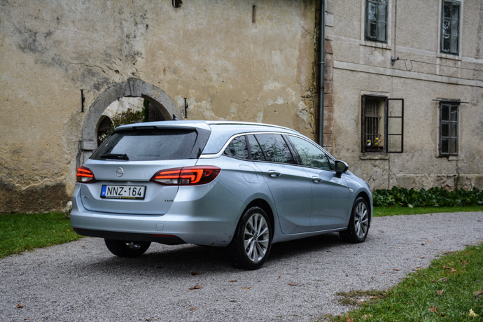 Opel Astra Sports Tourer test