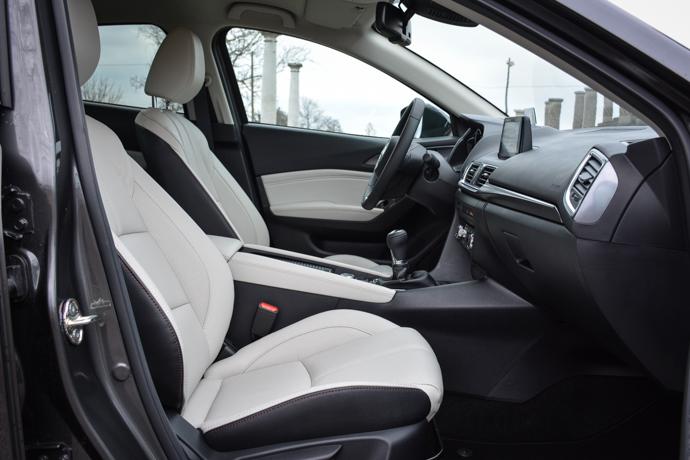 Mazda 3 notranjost