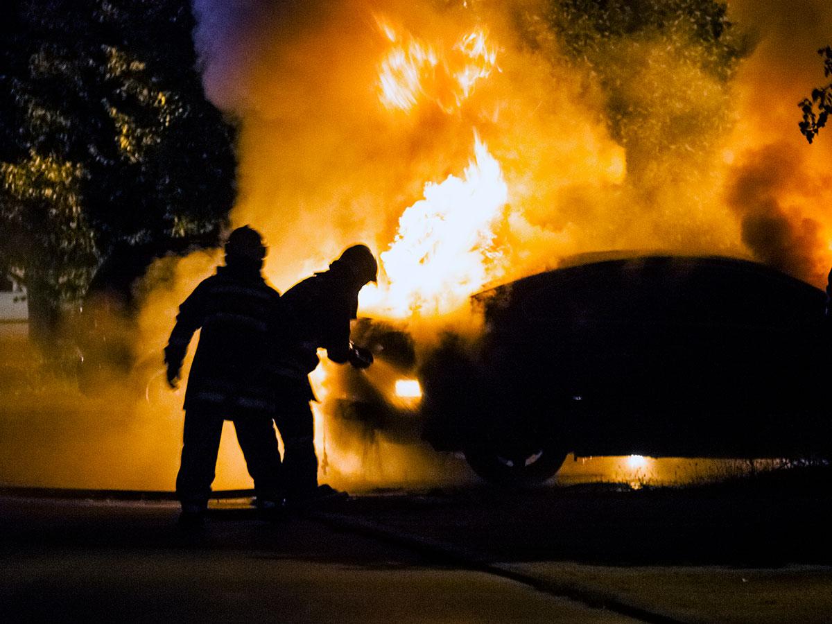 Kako preprečiti požar v avtu? Gasilci svetujejo