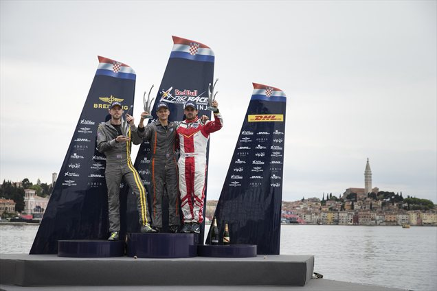 Hannes Arch je v nedeljo na drugi postaji letošnjega svetovnega prvenstva Red Bull Air Race v Rovinju premagal branilca naslova Paula Bonhomma