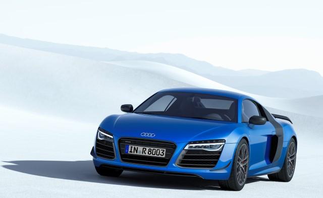 Leta 2008 je Audi R8 kot prvi serijski avtomobil na svetu dobil žaromete s celostno LED tehnologijo
