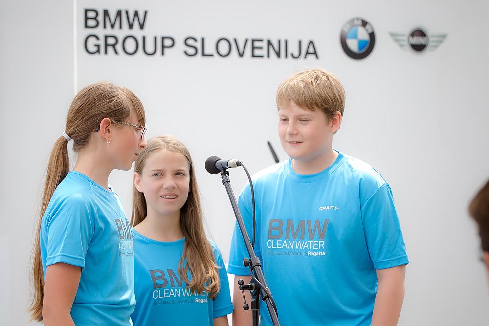 Pevski nastop učencev OŠ Marije Vere Kamnik