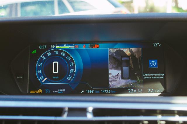 Za enostavnejše parkiranje je na voljo tudi pregledna 360 stopinjska kamera