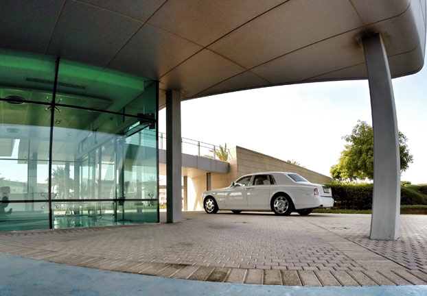Elegantne linije imajo svoj brezčasen čar. Ta avtomobil bo vedno aktualen s svojim stilom.