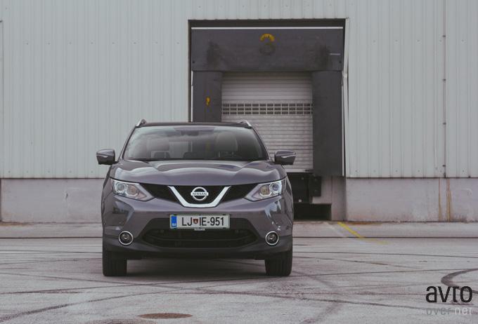 Prednji del jasno dokazuje, da je to Nissan