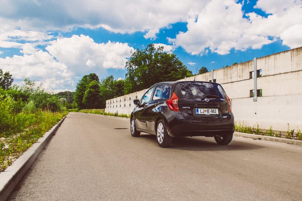 Črna barva naredi avtomobil bolj zadržan.