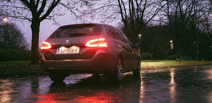 308-Peugeot-zadaj