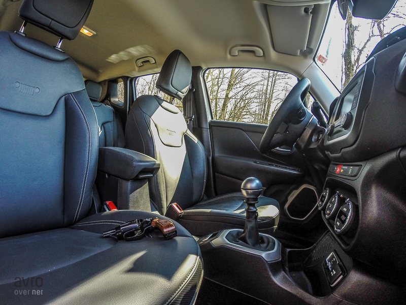 jeep renegade notranjost