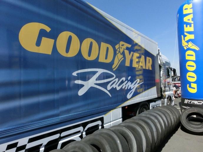 Goodyearove pnevmatike pripravljene na dirko s tovornjaki.