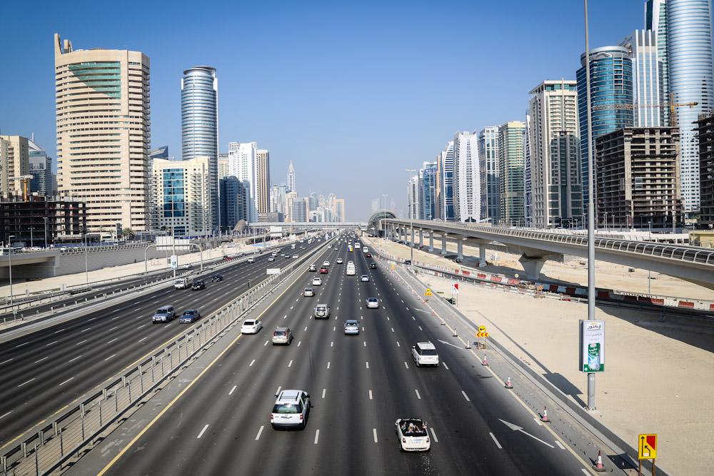 Sheikh Zayed Road (foto: dubaimetro.eu)