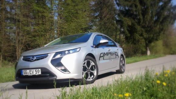 Število električnih avtomobilov na evropskem trgu je v letu 2013 še vedno zelo majhno. Čeprav se je zadnja leta njihov tržni delež postopoma povečeval z 0,15 na 0,19 odstotka, je še vedno daleč od napovedi številnih strokovnjakov.